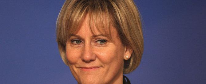 """""""La Francia è di razza bianca"""": bufera sull'ex ministra Nadine Morano"""