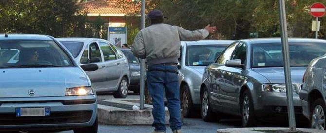 Nuove minacce dei parcheggiatori abusivi: adesso tocca a due studenti