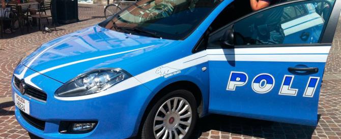 Roma, mostra le parti intime a una cliente: lo shock, la fuga, l'arresto