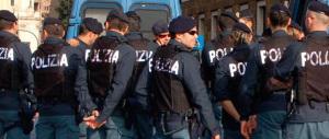 I poliziotti in rivolta: «Lo Stato italiano fa da scafista, non ne possiamo più»