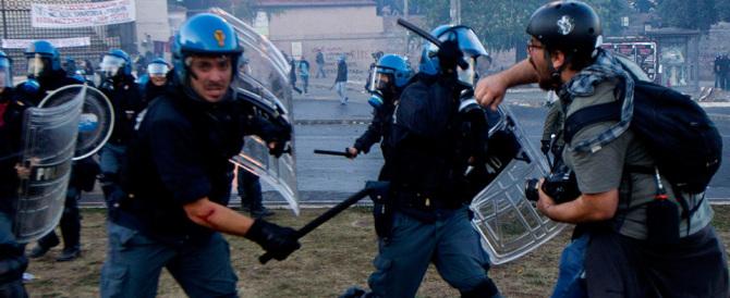 """Scontri con attivisti """"No border"""": poliziotto muore d'infarto a Ventimiglia"""