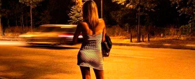 Massacrano di botte una prostituta a Roma: «Era sul marciapiede di un'altra»
