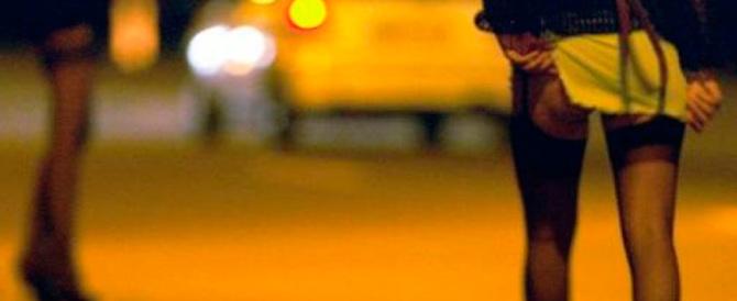 Giubbotti catarifrangenti per le prostitute: li paga il vicesindaco