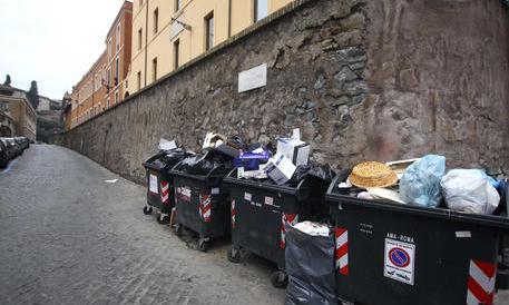 Netturbini infuriati: «L' Ama non si tocca». E Roma sarà travolta dai rifiuti