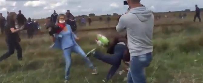 La videoreporter ungherese si scusa: «Lo sgambetto al migrante? Ero spaventata»