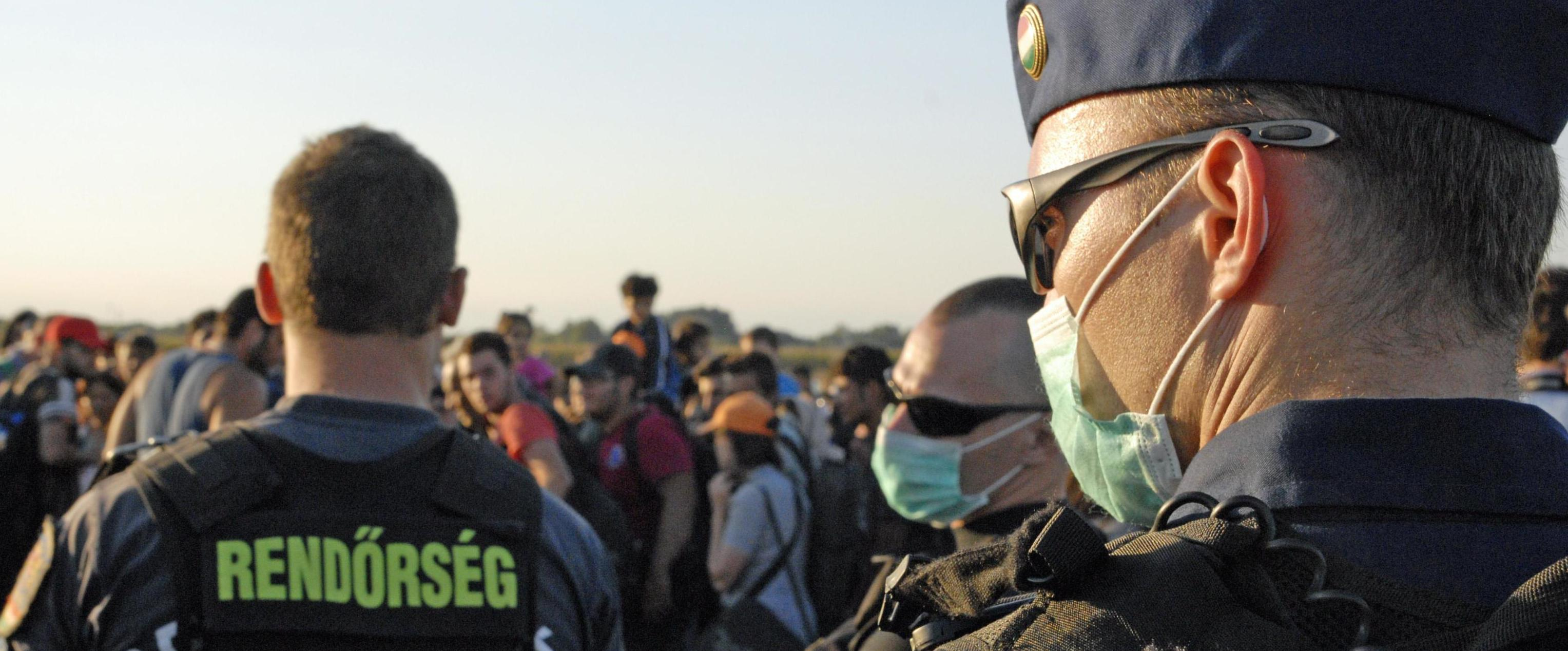 La polizia ungherese alle prese coi migranti