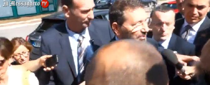 La scorta del sindaco travolge un fotografo: guarda Marino che fa (video)