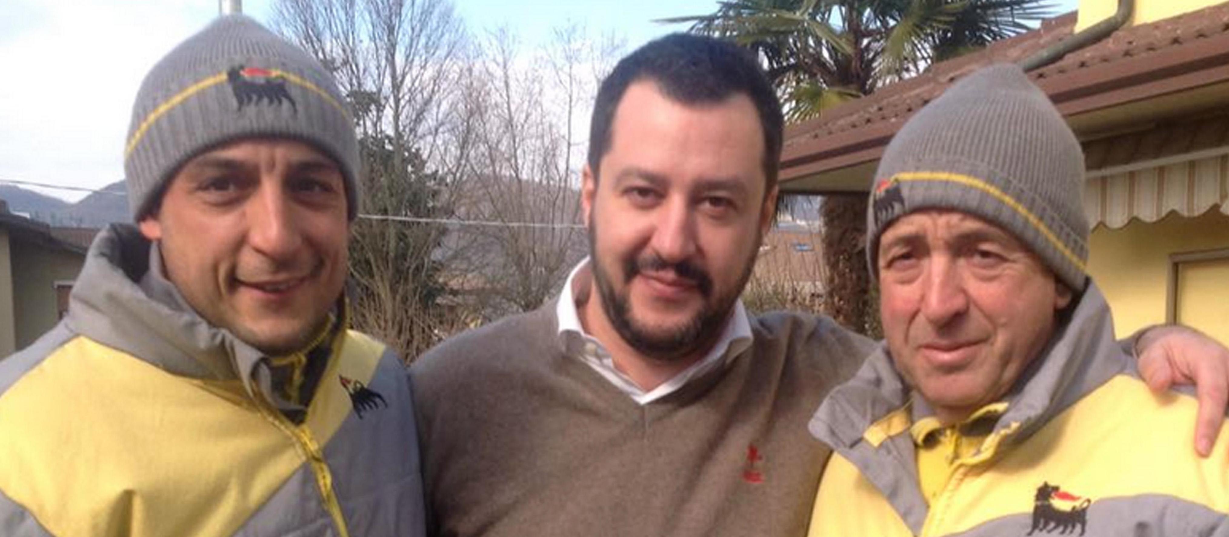 Matteo Salvini con gli Stacchio, padre e figlio.