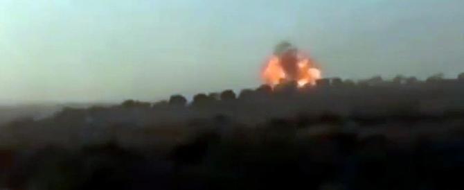 Siria, la Russia intensifica gli attacchi. Colpito il quartiere generale dell'Isis