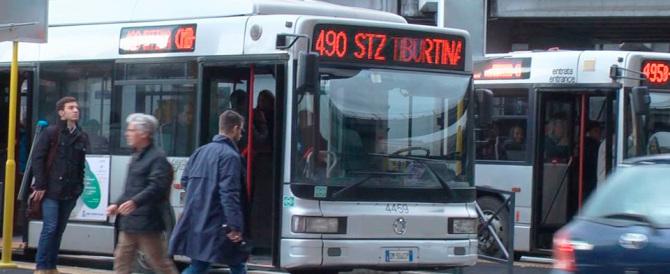 Roma, violenza in autobus: nigeriano senza biglietto aggredisce i controllori
