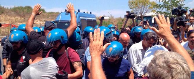 Vendetta di Renzi contro CasaPound: 6 arresti per le proteste sugli immigrati