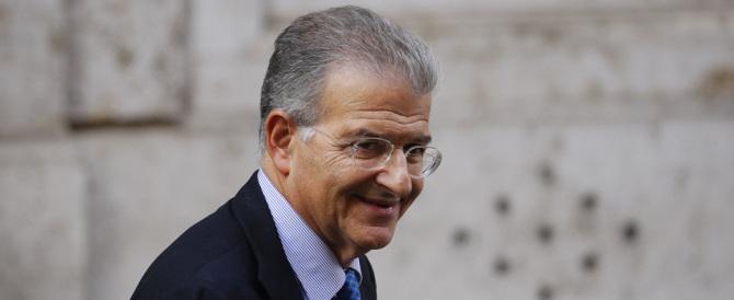 Cicchitto senza vergogna: «Renzi ha fatto meglio di Craxi e Berlusconi»