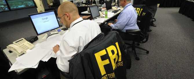 """Fbi irritato con Obama: il presidente """"condiziona"""" le indagini su Hillary Clinton"""
