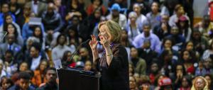 Hillary Clinton, è l'ora dei fischi. La candidata dem contestata ad Atlanta