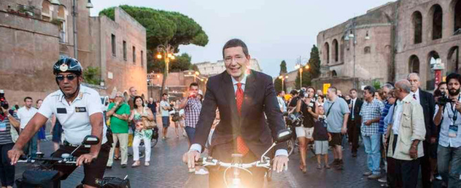 Marino vuole fare l'ultimo dispetto ai romani: niente taxi e bus ai Fori