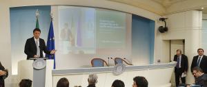 Tra slide e tweet Renzi illustra la legge di Stabilità. Ma si ferma ai titoli