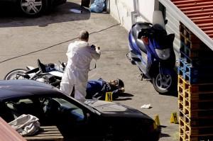 Tentano rapina nel Napoletano,due uccisi da negoziante