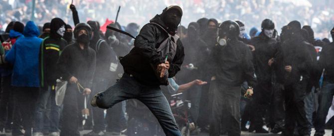 Aggredirono i poliziotti: per tre antifascisti l'obbligo di firma