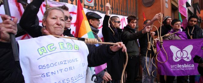 """I gay minacciano Renzi: """"Le adozioni omo non si toccano"""""""