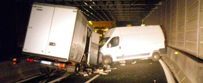 In autostrada contromano: un morto e 8 feriti. Ecuadoriano positivo all'alcol