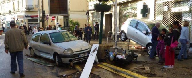 Ondata nera di pioggia e fango sulla Costa azzurra: 17 morti. Sciacalli in azione