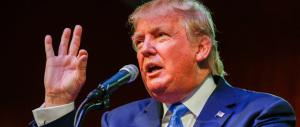 Ora Donald Trump fa davvero paura: il riporto biondo fa impazzire il mondo