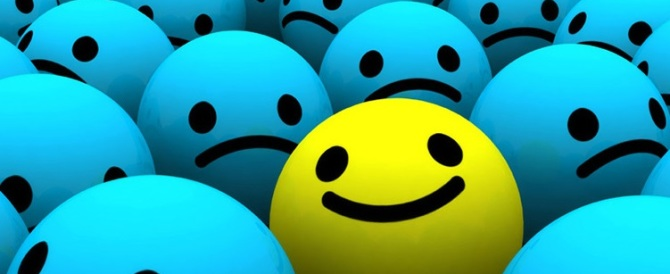 La felicità è una curva a U. Il picco prima dei 24 e dopo i 75 anni