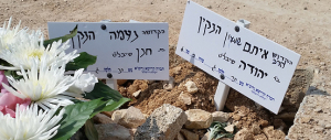 Israele, rabbia e dolore ai funerali dei giovani coniugi israeliani uccisi