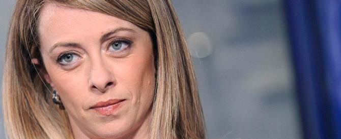 Roma, il Cav lancia Giorgia Meloni. Lei ricorda: «Prima si parli di programmi»