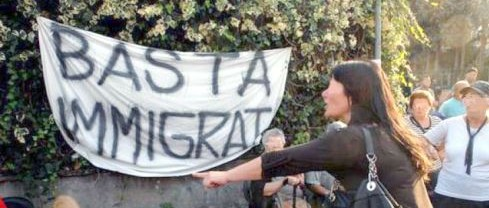 Così Renzi ci riempie di immigrati per compiacere (senza riuscirci) l'Europa