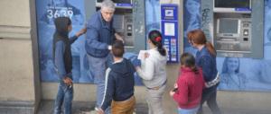 Al Colosseo l'ultima invenzione delle baby Rom: travestite da turiste per rubare