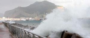 L'Italia nella morsa del maltempo: codice rosso in Sicilia e Sardegna