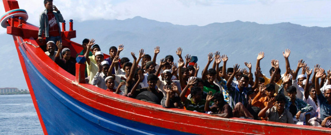 6000 migranti in un giorno solo: continua l'invasione nel Canale di Sicilia