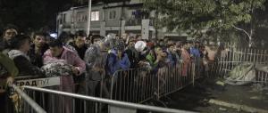 Migranti, esodo incessante e caos in Europa. Merkel: «No a false soluzioni»