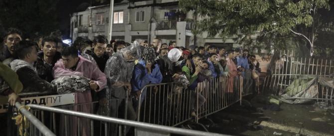 """E adesso l'Europa unita contro la Merkel: """"Sui migranti ha sbagliato tutto"""""""