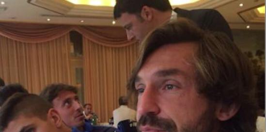 """Renzi come Marino: si """"imbuca"""" nel ritiro degli Azzurri per farsi un selfie"""