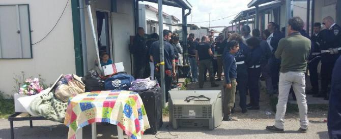 I nomadi rubano in casa, l'intero paese si mobilita per prenderli: arrestati