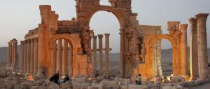 L'Isis distrugge l'Arco di Trionfo di Palmira, opera romana di 2000 anni fa