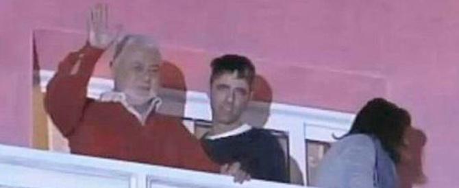 Renzi sul pensionato che ha sparato: «Non è un eroe». E sul ladro? Silenzio