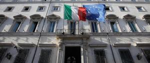Renzi sotto schiaffo. La minoranza dem: il governo aiuta l'evasione