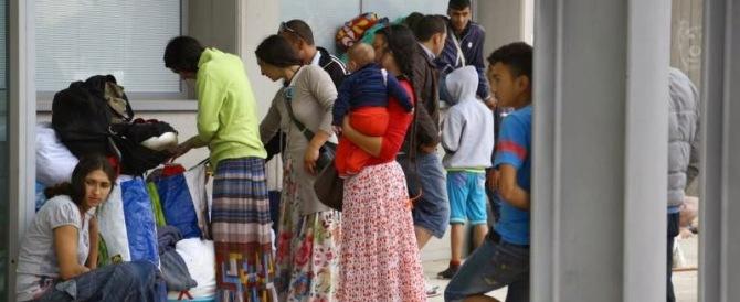 Svelato il bluff delle giunte Pd: chiuso un campo rom, lo riaprono altrove