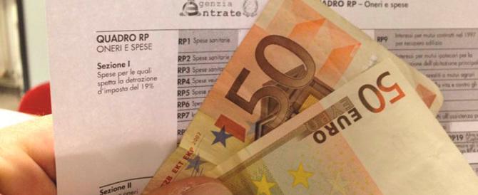 Stabilità, Renzi «pallonaro»: le tasse aumenteranno. Allarme per 8 regioni