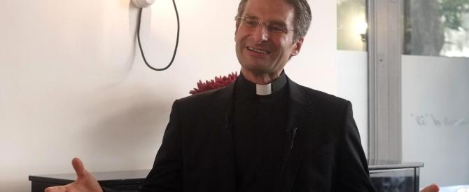 """Il teologo gay ora fa il """"martire"""". Un caso creato ad arte prima del Sinodo"""