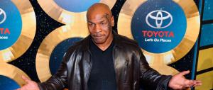 Mike Tyson sale sul ring per Donald Trump: «Votate per lui, è il migliore»