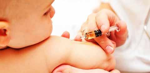 Sanzioni per il medico che sconsiglia i vaccini: è caos al ministero