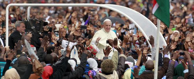 Papa Francesco ai giovani di Nairobi: la corruzione c'è anche in Vaticano