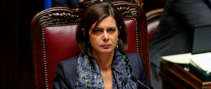 La Boldrini insiste, di nuovo a gamba tesa sui gay: «La società è cambiata»
