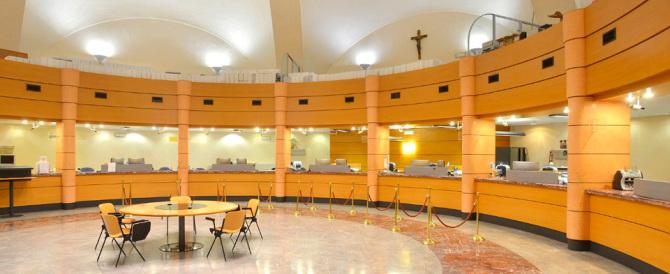 L'accusa dei pm: per 40 anni lo Ior ha operato in Italia senza autorizzazione