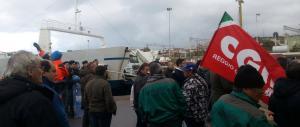 Sos lavoro: in Calabria i sindacati bloccano gli imbarchi per la Sicilia