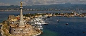 A Messina l'acqua non c'è. Ma ecco che arrivano le promesse di Renzi
